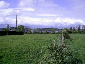 Vue sud de l'Ile Turgesius Lough Lene.